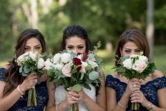 sisters wedding photos, bouquet peek, weddings niagara region