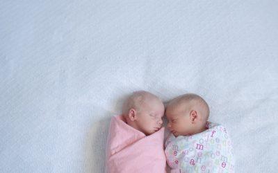 Emma & Elizabeth – At home lifestyle newborn twins :)